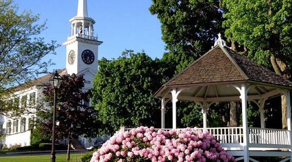 photo of the center of Shrewsbury MA